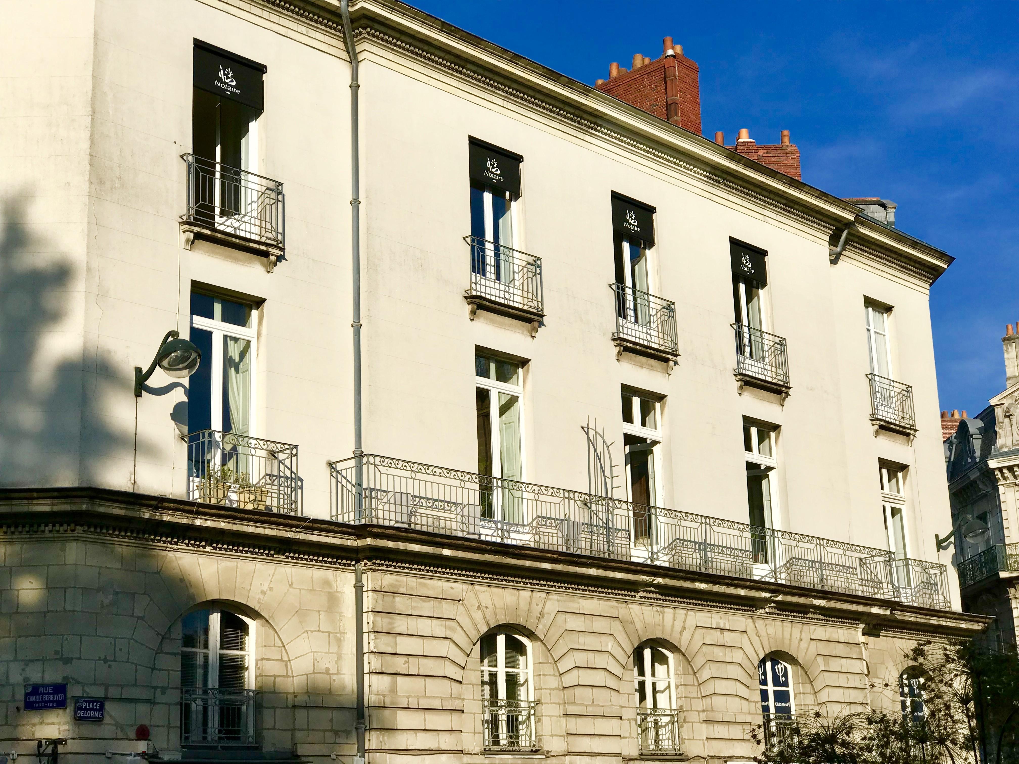 Façade de l'immeuble de l'étude de Me Romain MAGANA Notaire à Nantes